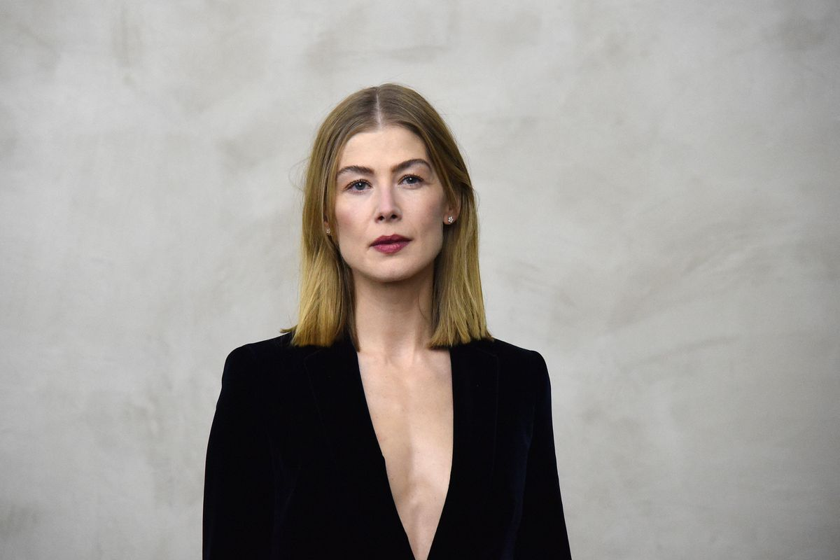 Rosamund Pike isn't here for Hollywood's photoshopping issue