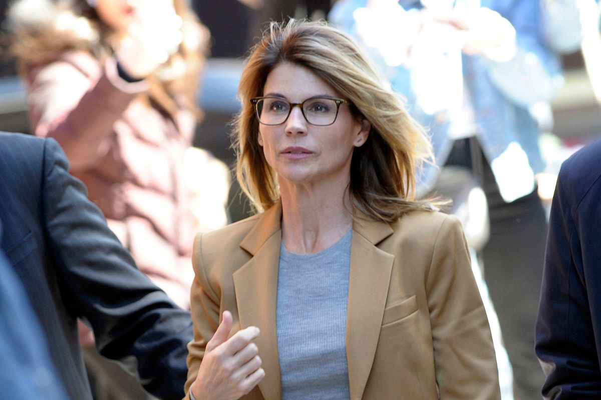 Lori Loughlin photos of her community service dropped — and I think it's performative